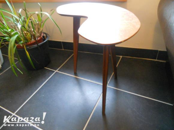 Véritable petite table vintage 3 pieds