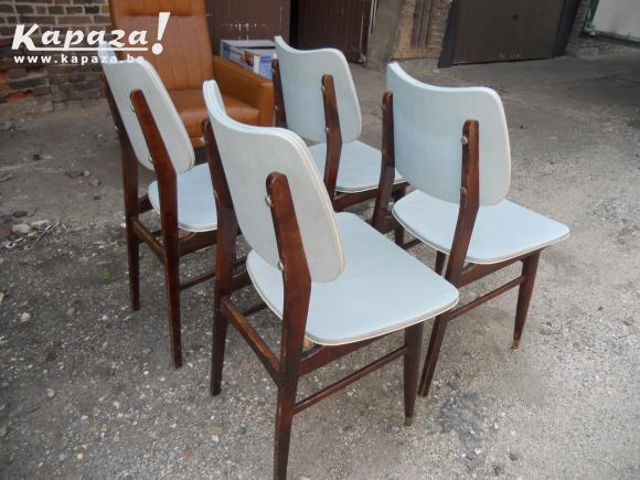 retro stoelen pastel
